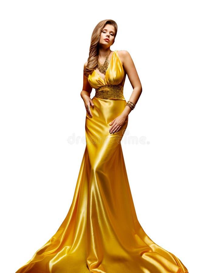 Mode-Modell Gold Dress, Frauen-Ganzaufnahme im goldenen gelben langen Kleid auf Weiß stockfotos