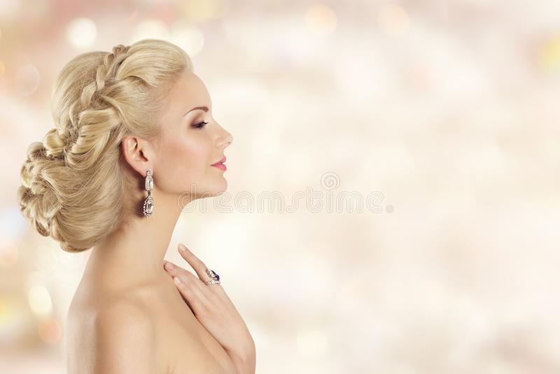 Mode-Modell Profile Beauty, elegante Frauen-Frisur-Porträt stockfotografie