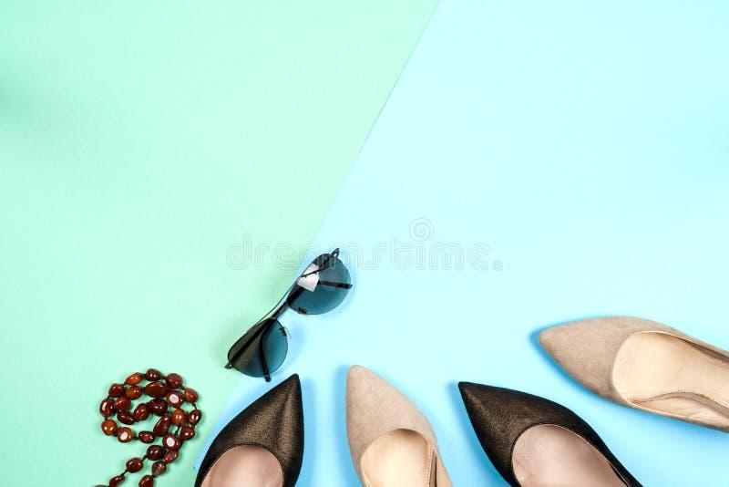 Mode olika skor för kvinnlig på höga häl arkivfoto