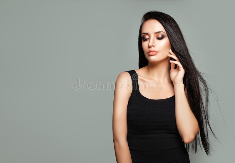 Mode-Porträt des bezaubernden junge Frauen-Modells lizenzfreies stockfoto
