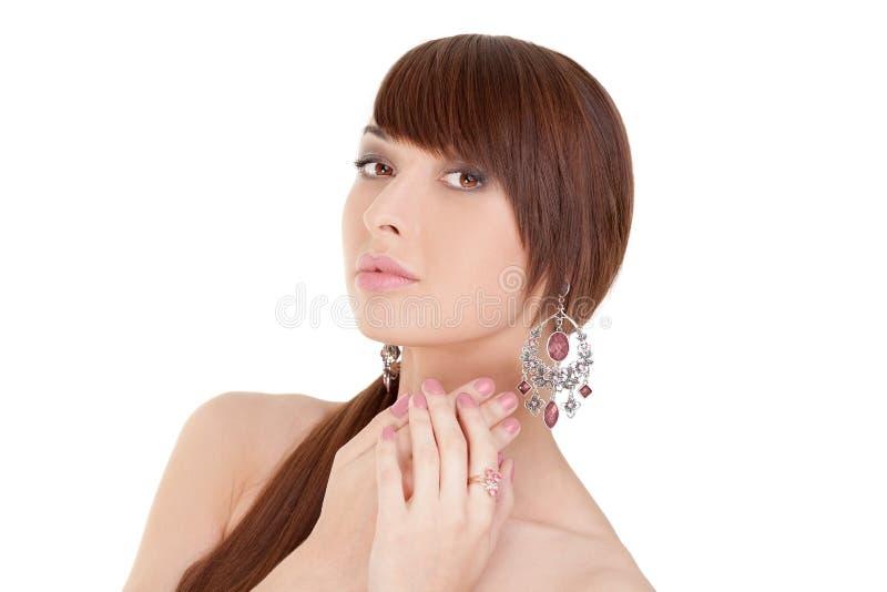 Mode-schönes Mädchen-Modell mit Schmuck lizenzfreie stockbilder