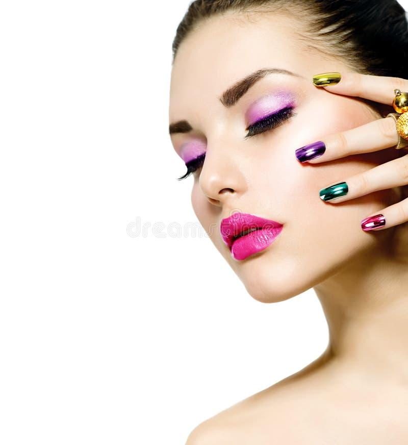 Mode-Schönheit. Maniküre und Make-up stockbilder