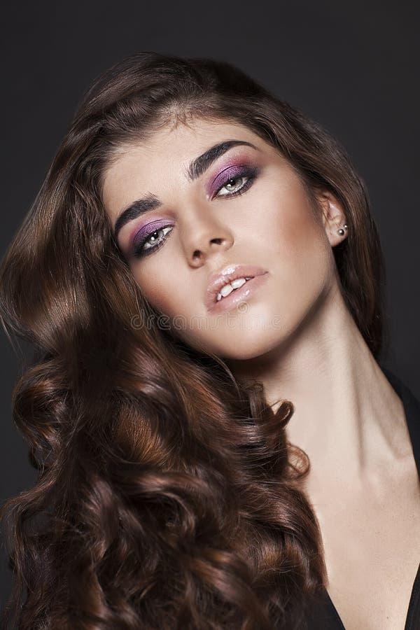 Mode-Schönheits-Mädchen. Herrliches Frauen-Porträt. lizenzfreies stockfoto