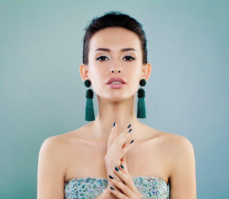 Mode-Schönheits-Porträt der netten jungen Frau stockfotos
