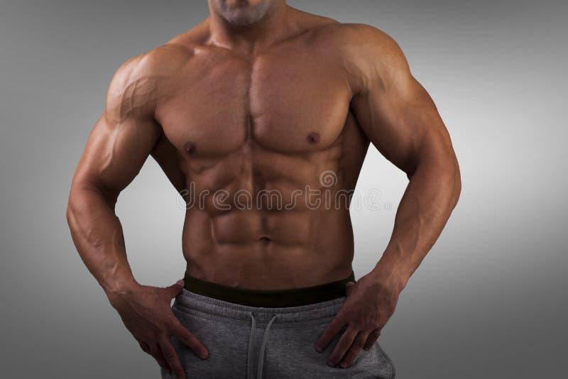 Mode sportif fort de forme physique d'homme photographie stock