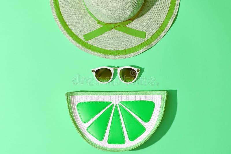 Mode Sunny Summer Set Heiße Strand-Schwingungen minimal lizenzfreie stockfotos