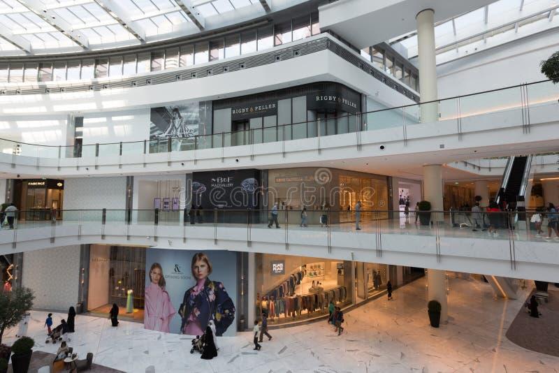 Modeaveny i den Dubai gallerian, Förenade Arabemiraten royaltyfria foton