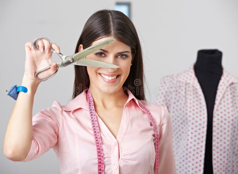 Modedesigner mit Damenschneiderin stockfotografie