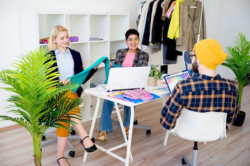 Modedesignerarbeiten stockfotografie