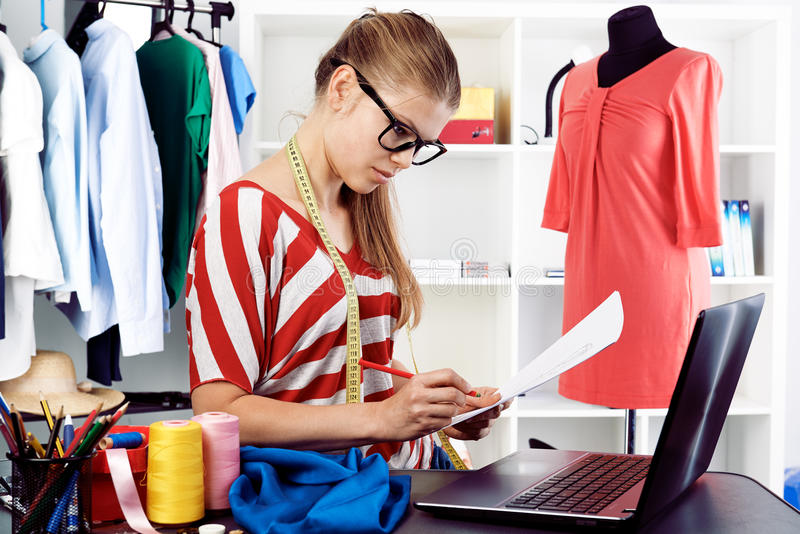 Modeformgivare arkivfoton