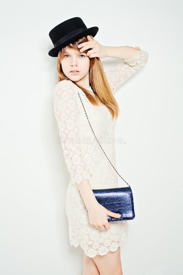 Modefoto der jungen ausgezeichneten Frau stockbilder