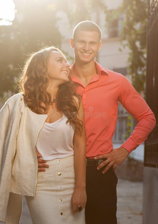 Modefoto von sexy eleganten Paaren stockbild