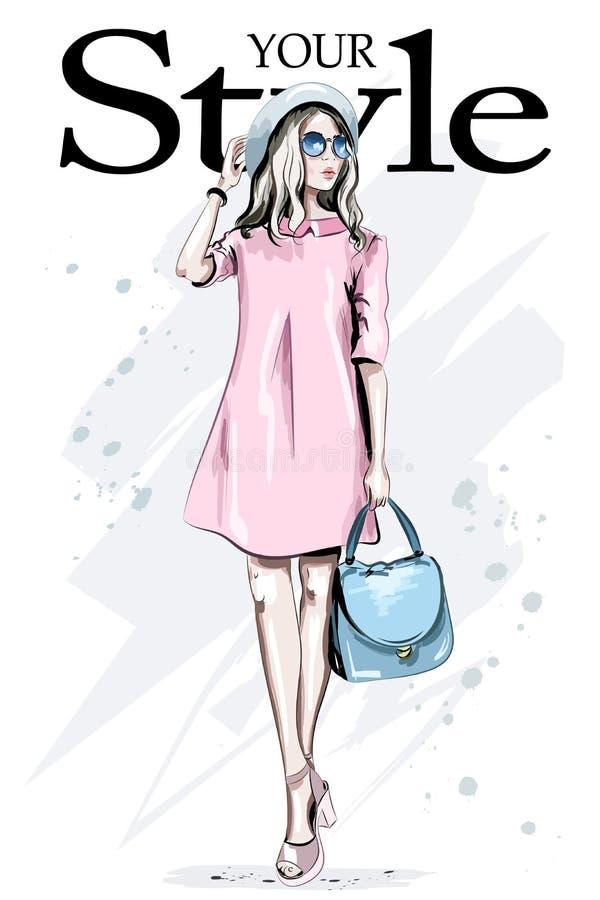 Modefrau im Hut und in der Sonnenbrille Hand gezeichnete stilvolle Frau im rosa Kleid Schöne Kleidung junger Dame in Mode vektor abbildung