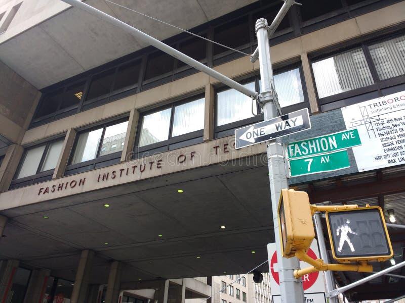 Modeinstitut av teknologiPASSFORMEN, New York City, USA royaltyfria foton