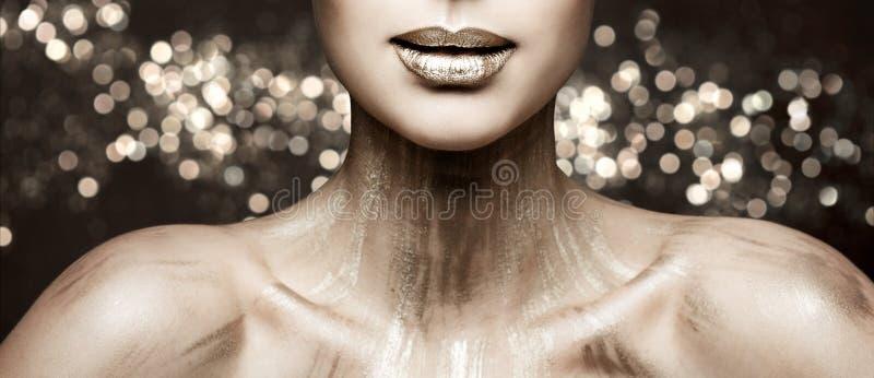 Modekantskönhet Art Makeup, metalliskt läppstiftsmink för kvinna som blänker färg arkivbilder