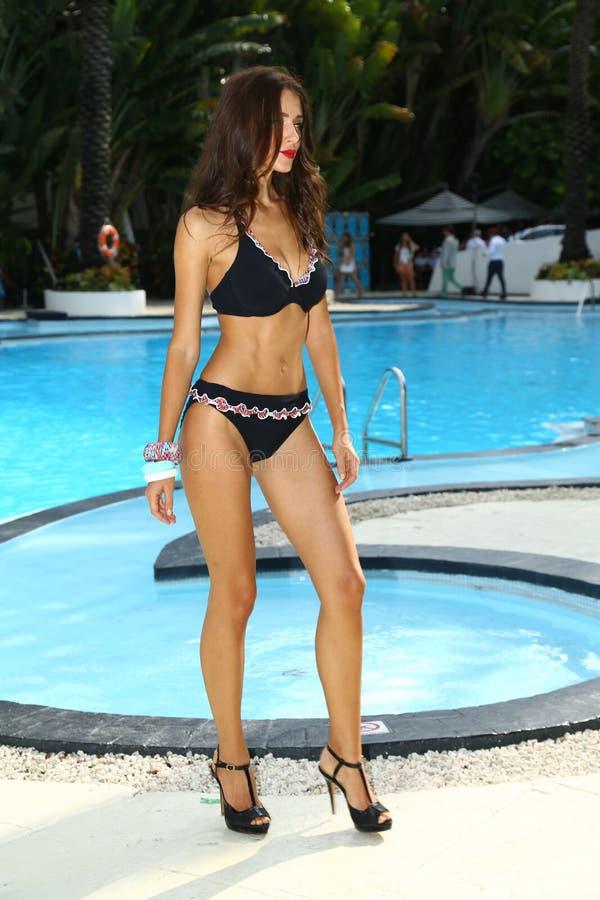 Model chodzi przy profilu i rumiena Gottex prezentacją podczas MBFW pływania 2015 zdjęcie royalty free