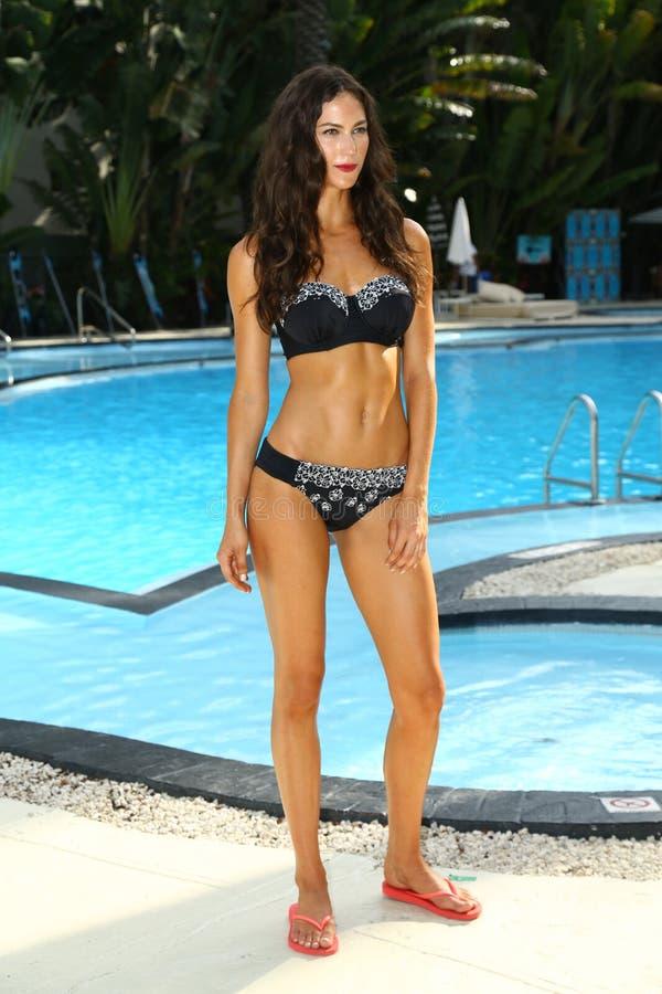 Model chodzi przy profilu i rumiena Gottex prezentacją podczas MBFW pływania 2015 obrazy royalty free