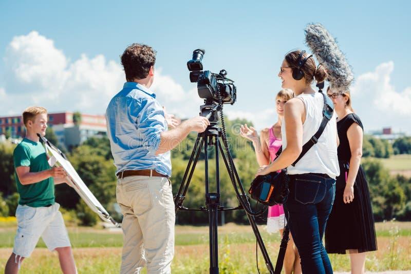 Model in de samenstelling tijdens videospruit op productiereeks royalty-vrije stock fotografie