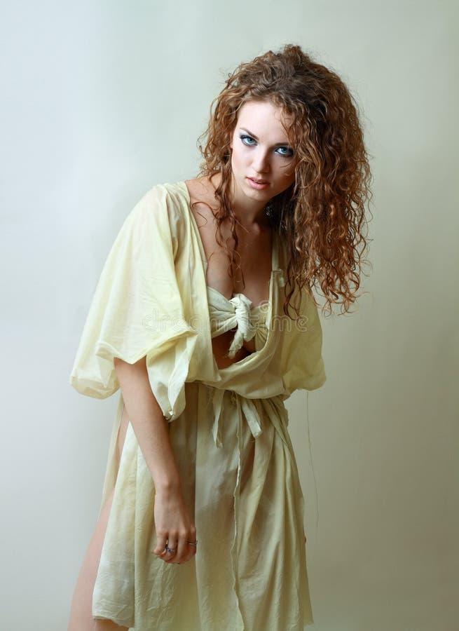 Model in dekenHalloween kostuum royalty-vrije stock fotografie