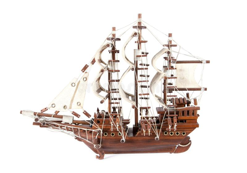 Model drewniany żaglówka statek odizolowywający na bielu Drewniany statku model odizolowywający obraz royalty free