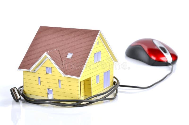 Model hus- och datormus royaltyfria bilder