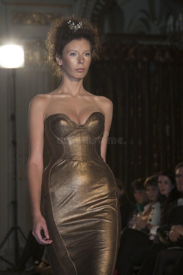 Model - meisje op het stadium royalty-vrije stock fotografie