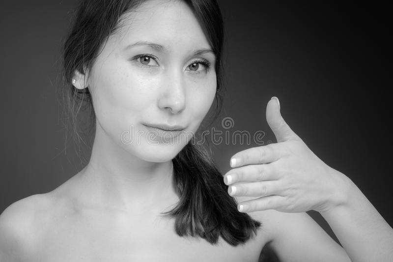 Model met handschok die wordt geïsoleerd stock afbeeldingen