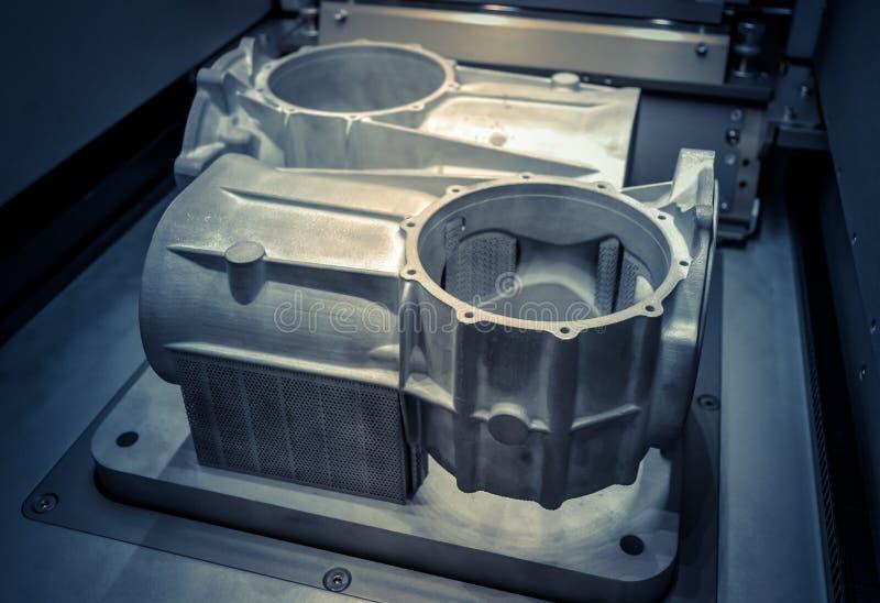 Model met steunen in laser het sinteren machineverblijven worden gecreeerd in werkende kamer die stock foto's