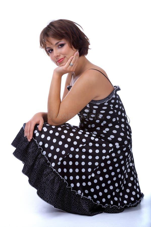 Model in polka-punt kleding stock foto's