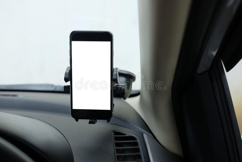 Model Smartphone in een autogebruik voor Navigate of GPS Smartphone i stock foto's