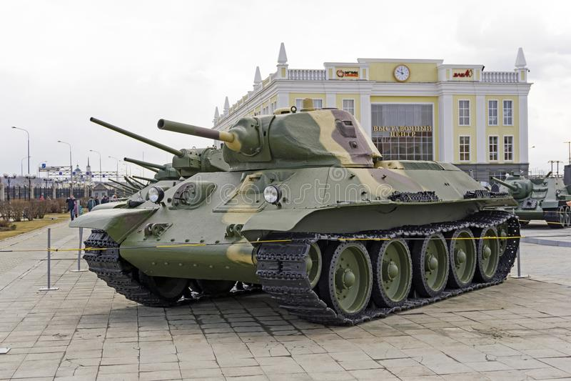 Model soviétique 1940 du réservoir moyen T-34 dans le musée de l'équipement militaire photographie stock