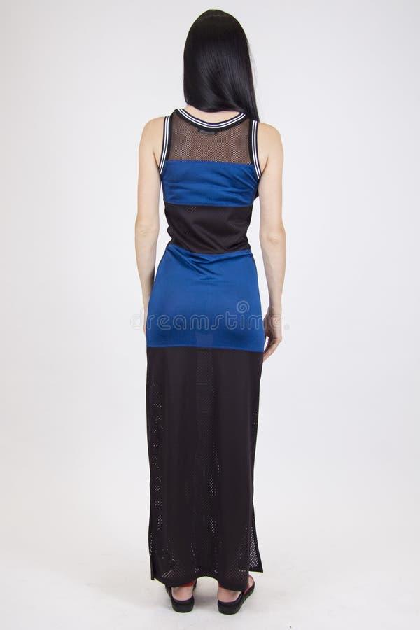 Model in sportieve zwarte en blauwe kleding stock afbeeldingen