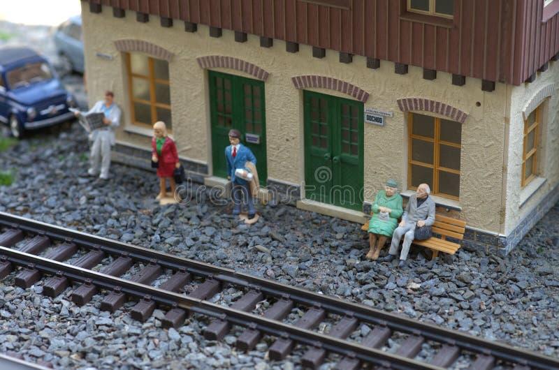 Model van station met mensen stock foto's