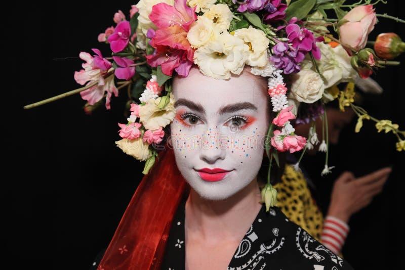 Modela pozować zakulisowy przed Desigual pokazem mody obrazy royalty free