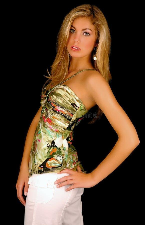 Modelagem de forma loura no estúdio foto de stock royalty free
