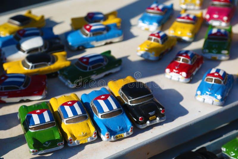 Modele klasyczni samochody na sprzedaży w Kuba obrazy stock