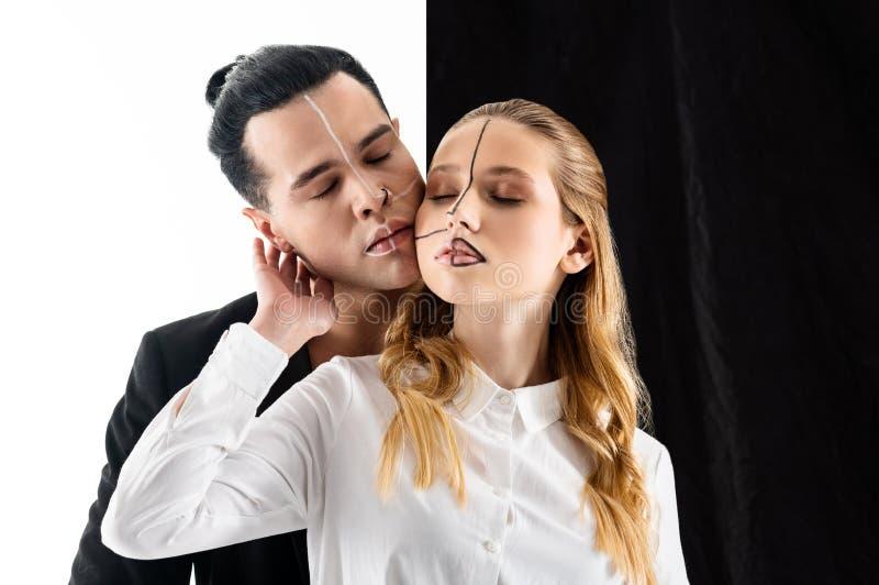 Modele pozuje dla okładka magazynu w czarny i biały kolorach zdjęcie royalty free