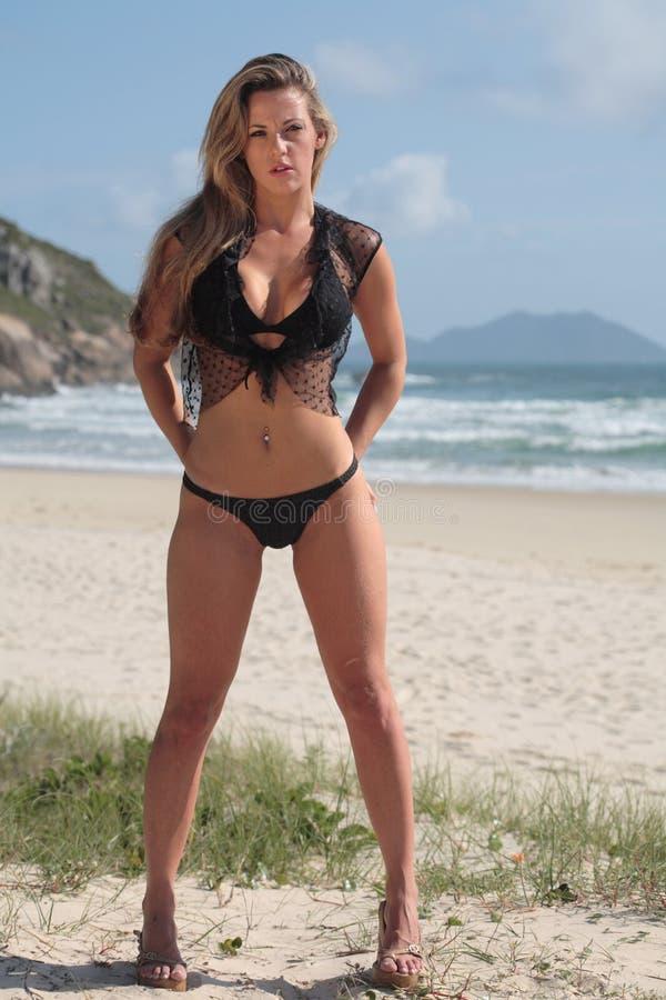 Modelez à la plage photos stock