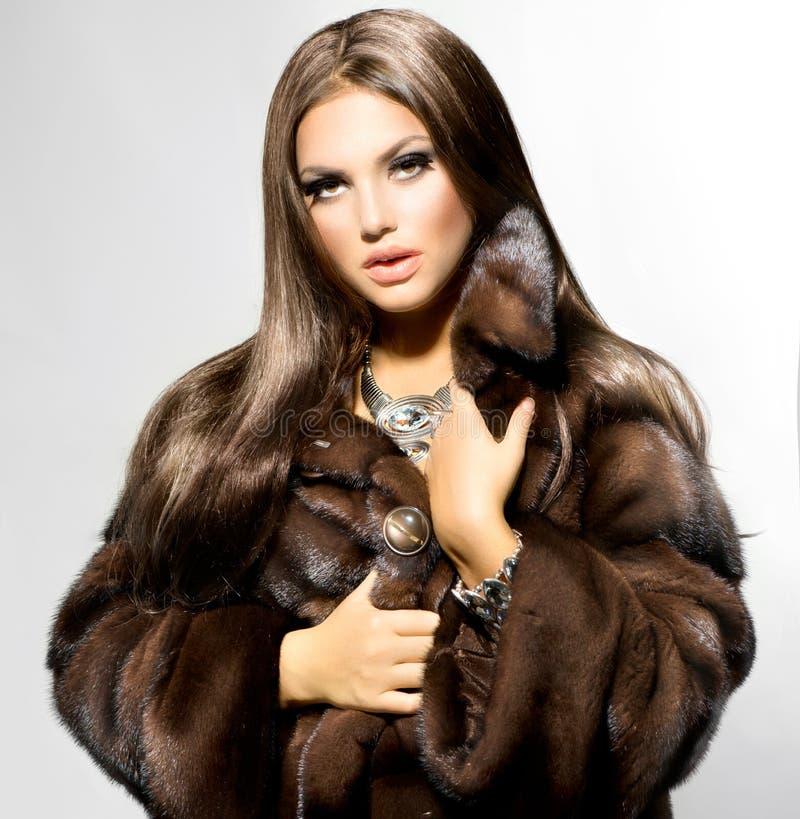 ModelGirl in Mink Fur Coat stock foto
