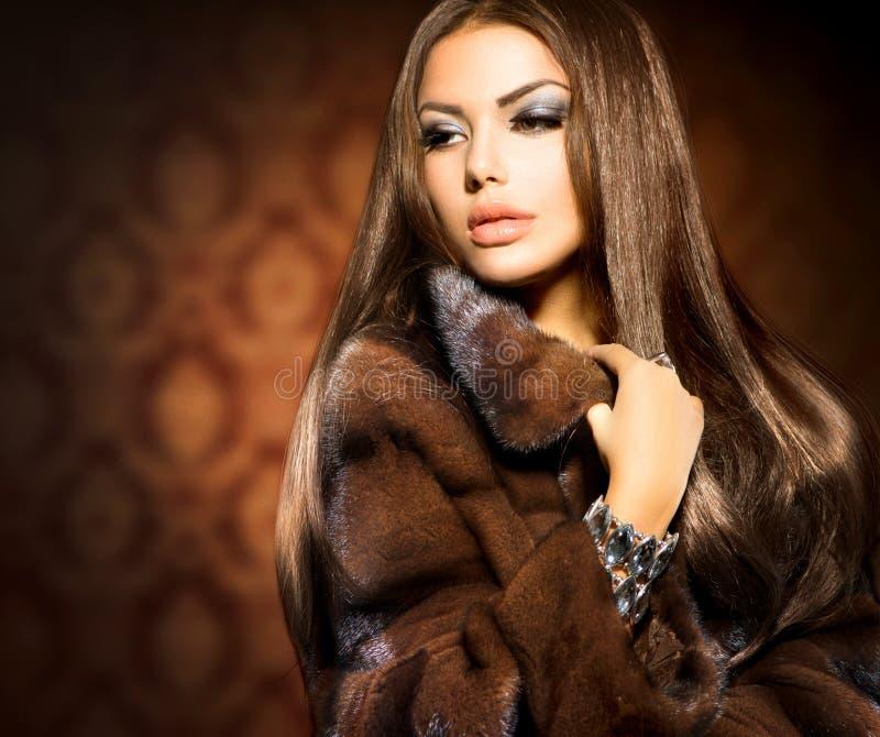 ModelGirl in Mink Fur Coat stock afbeeldingen