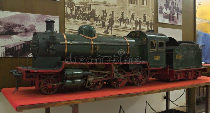 Modell av ångalokomotivet på skärm på det järnväg museet i Belgrade, Serbien royaltyfri foto
