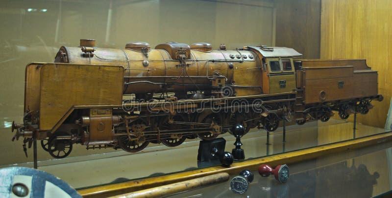 Modell av ångalokomotivet på skärm på det järnväg museet i Belgrade, Serbien royaltyfria bilder