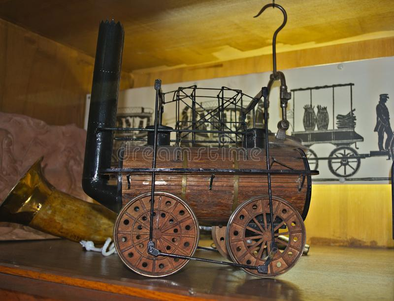 Modell av ångalokomotivet på skärm på det järnväg museet i Belgrade, Serbien royaltyfri fotografi