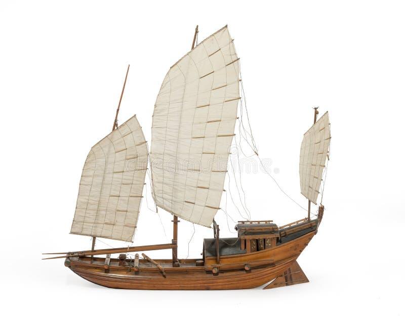 Modell Chinese eller indiskt skräpfartyg som isoleras på vit royaltyfri bild