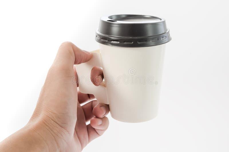 Modell der Kaffeepapierschale, Hand, die Kaffeepapierschalenisolat hält stockfotos