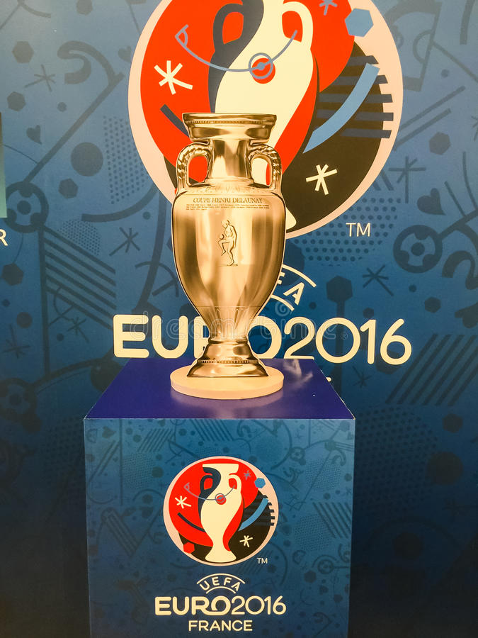 Modell des Meistercups für die UEFA-Europameisterschaft 2016 herein lizenzfreies stockfoto