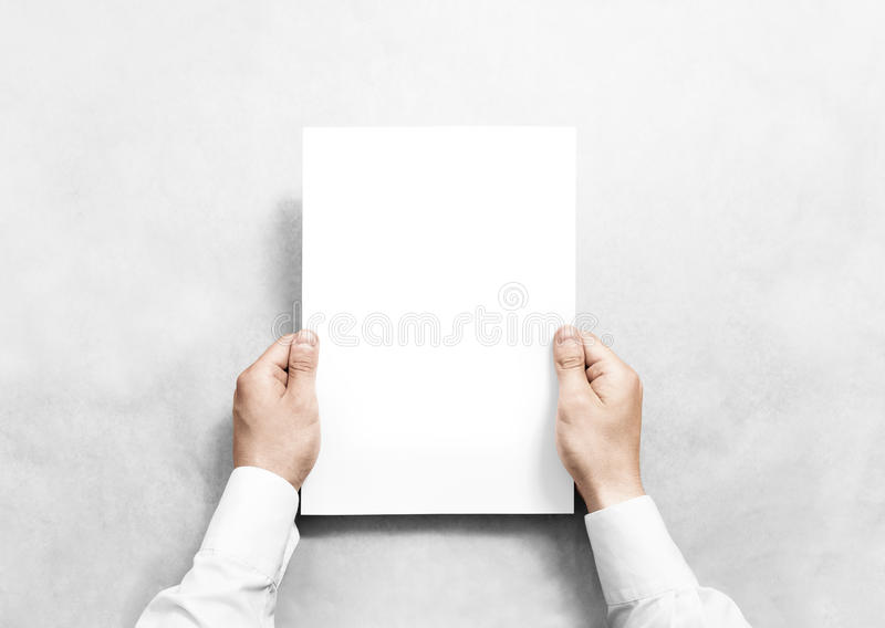 Modell för ark för tomt papper för hand hållande vit, fotografering för bildbyråer