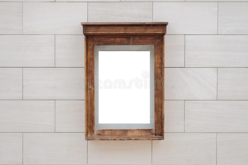 Modell för bioaffischask Modernt stena byggnadsväggfasaden i bakgrund arkivfoto