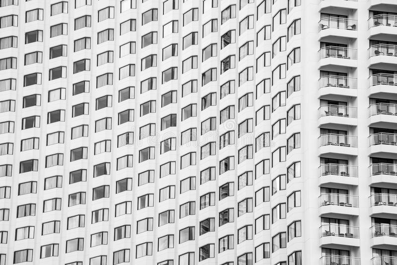 Modell för glass fönster för höjd av modern byggnad för abstrakt backg royaltyfri fotografi