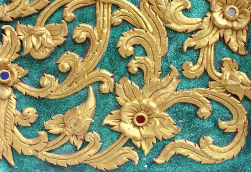 Modell för målning för traditionell thailändsk stilkonst guld- på väggen royaltyfria foton
